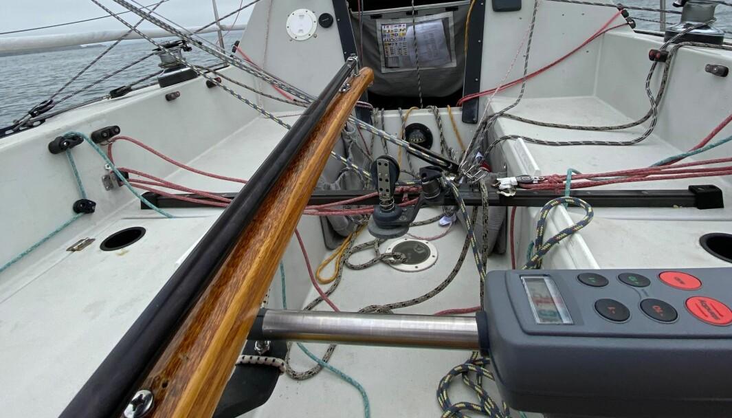 ENKEL: Autopilot du setter rett på rorkulten inneholder alt et større system har, bare i en enhet.