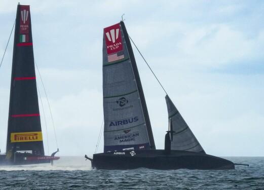 KAST: Vinden økte fra 18 til 22 knop i et kast, akkurat da båten skulle falle av.