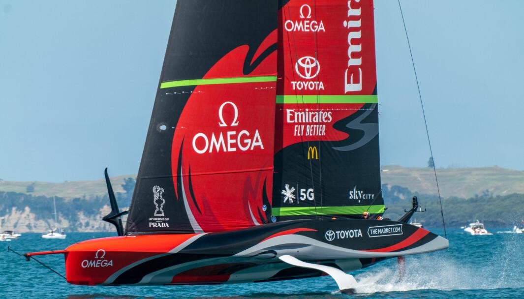 Emirates Team New Zealand Te Rehutai vant første seilas om America's Cup, men ikke andre