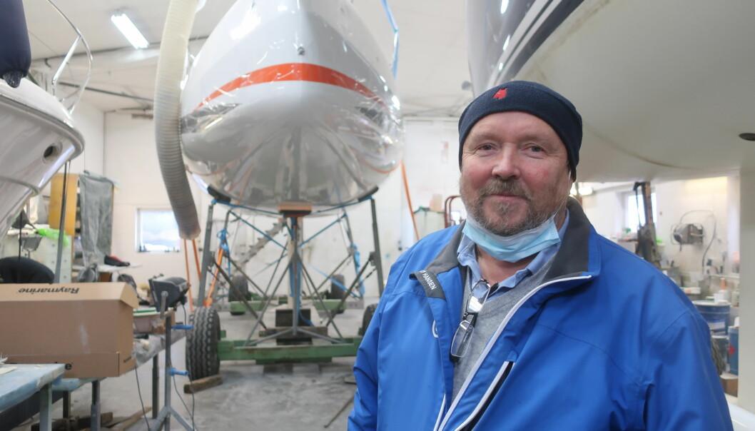EKSPERT: Per Ferskaug er igang med å optimalisere alle SUN Fast 3300 som er på vei til Norge. Den første er alt i hallen.