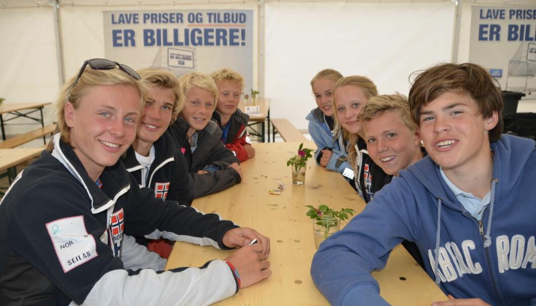 MILJØ: Brettseilerne fra KNS samlet under Stor NM i 2012. Fabian Wilkens Solheim helt til venstre.