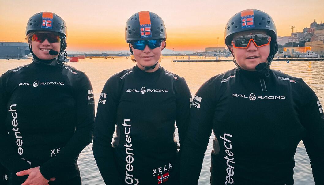 TRIO: Alexander Dahl Høgheim (t.v), Frederikke Foss og Sivert Svane With er klare for Youth Sailing World Cup i Gaeta som starter 3. mars.