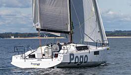 """<span class="""" font-weight-bold"""" data-lab-font_weight_desktop=""""font-weight-bold"""">POGO på 44</span> fot Det franske verftet, kjent for lette og raske båter, har utviklet 44-foter sammen med Finot-Conq. Båter har mye til felles med verftes 36-foter, og nyheten skal ha et mer påkostet interiør, men båten veier allikevel bare 6,3 tonn, og med 200 kvadratmeter på slør, så vil båten flytte på seg."""