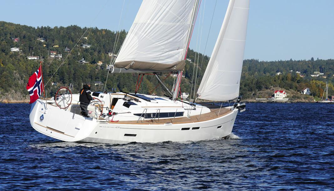 TEST: Vi testet båten høsten 2010, og bildene vi tok i Drøbaksund ble brukt i den internasjonale markedsføringen.
