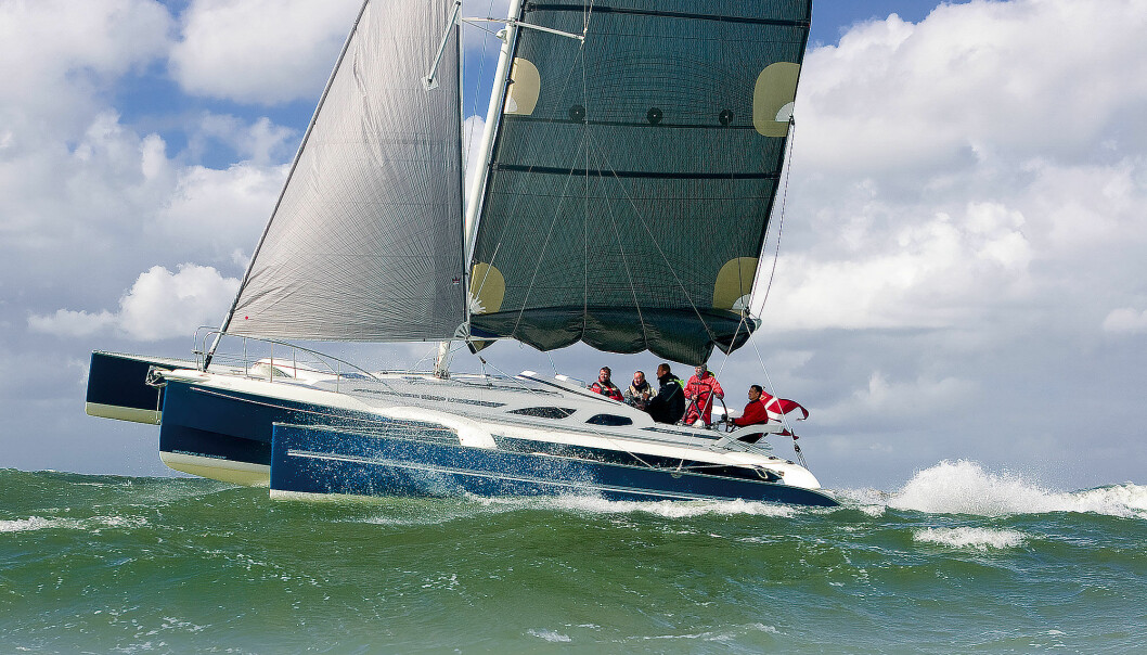 BEGGEDELER: Dragonfly egner seg både til regatta- og turseilas.