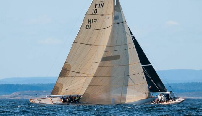 REGEL 10: Kan du regelen om at en båt som seiler for babords halser (FIN 10) – det vil si at vinden treffer seilets babord side – har vikeplikt for en båt som seiler for styrbords halser, er du godt på ei til å kunne seile regatta.