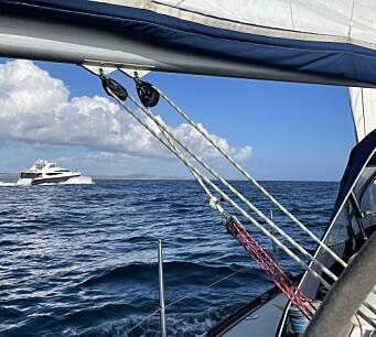SELSKAP: Lite båter å se, men han her strøk forbi i 20 knop, i følge AISen.