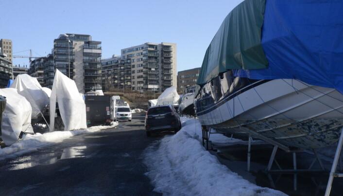 UTVIKLING: Båtopplagsplassen ligger mellom vannspeilet og motorveien ved Skøyen, et område under stor utvikling.