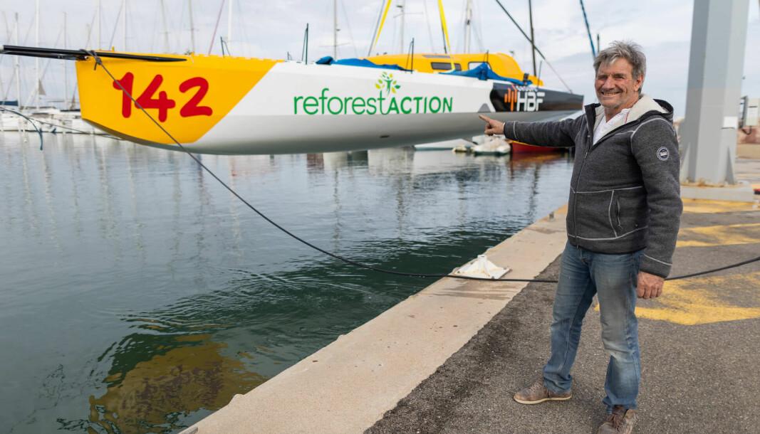 OMBYGGET: Kito de Pavant foran båten som en gang seilte i Norge under navnet «Solo2».
