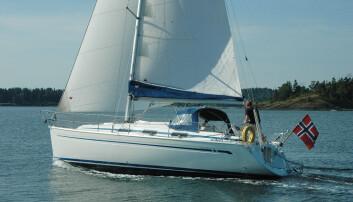 SEIL: Båten vi testet hadde klassisk mast med lazyjacks på storseilet.