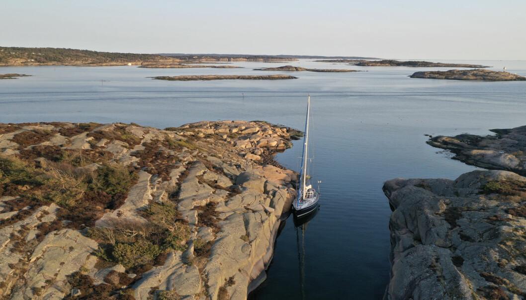 ØSTFOLD: Det er deilig å ligge på svabergene rett ved båten i klova mellom Geitøya og Tjeldholmen.default