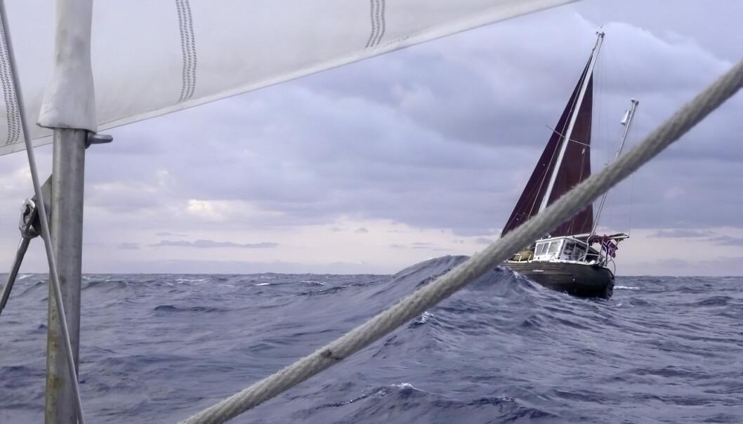 HAV: «Maja» i stor sjø mellom Messina og Argostoli. Bildet er tatt fra «Longway» som de seilte deler av turen sammen med.