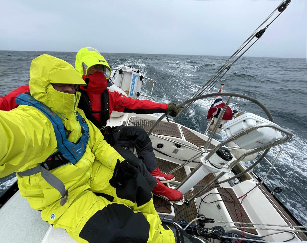 28. MARS: Fra Farsund til Kristiansand i regn og 10 m/s vind fra sørøst.
