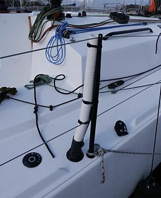 Båten er utrustet for shorthandedseiling og har vannballast.