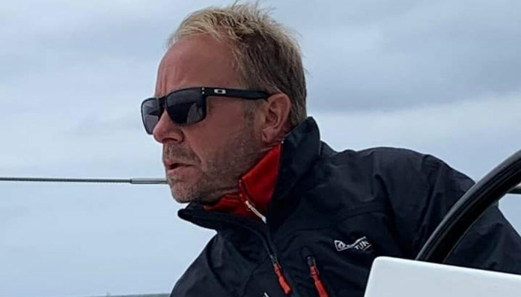 Claaes Eliasson styrer skuta i medvind