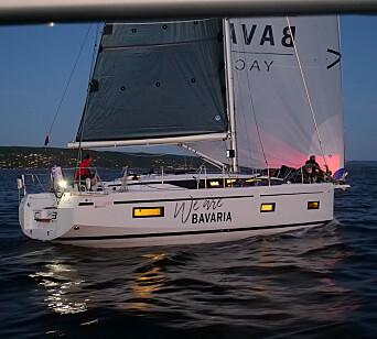 TURSEILER: Regattaspekket Bavaria C38 med Christen With om bord holdt til tider god fart, også i lite vind.