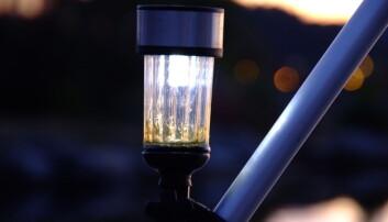 HELAUTOMATISK: Den helautomatiske ankerlanterne lyser godt og vel tre ganger så godt som en parafinlykt.