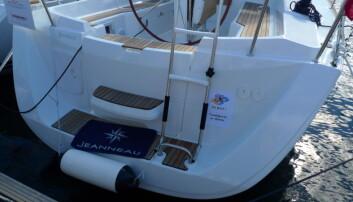 UTEN LANTERNE: Hvor er akterlanternen på denne nye båten? En del båter leveres uten, men det er ikke i henhold til sjøveisreglene.