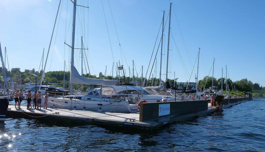 SOMMER: Vollen har fått gjestebrygge til glede for både fastboende og båtturister.