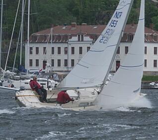 FULLE SEIL: IF-båtene taklet den kraftige vinden godt med genua og uten rev.