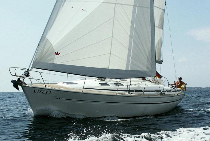 Bavaria 41 AC testet i lett vind i Spania.