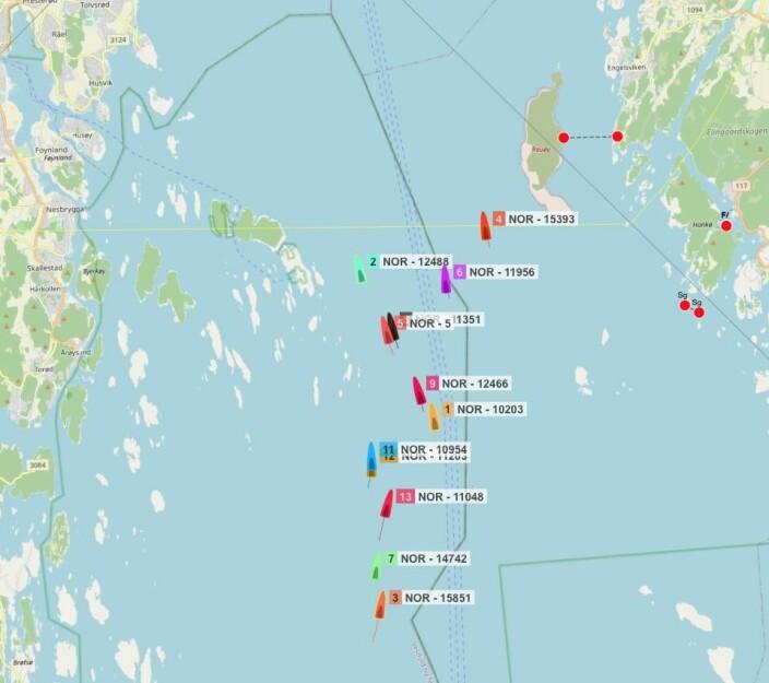 SJAKKTREKK: Lawson seilte lengre øst, og holdt høyere fart enn resten av feltet. Det var opp Ytre Oslofjord de gjorde det. .