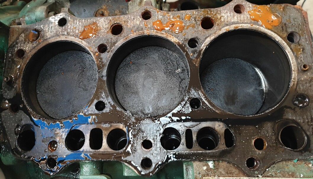PROBLEMER: Sylindrene under skiftning av toppakning av motoren som takket for seg.