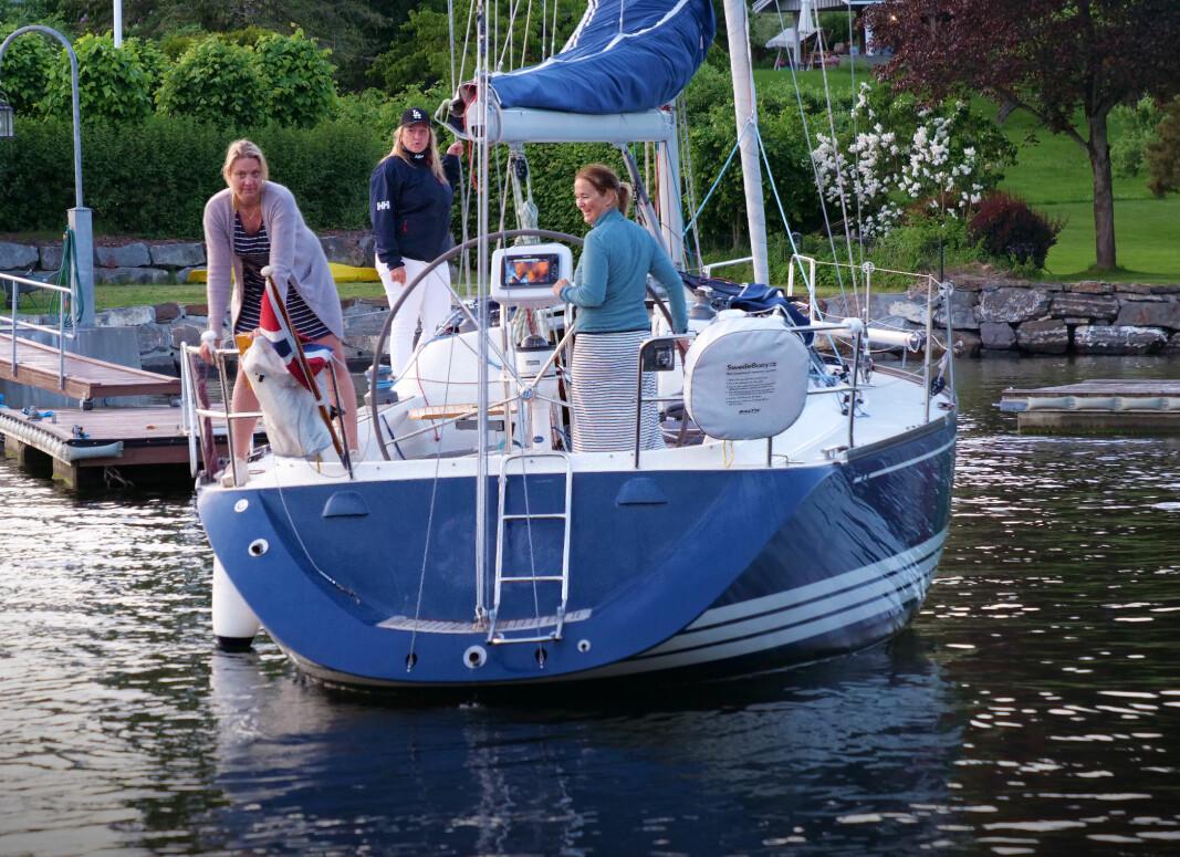KONTROLL: Det krever erfaring å bakke med seilbåt, og foldepropell gjør det enda mer utfordrende.