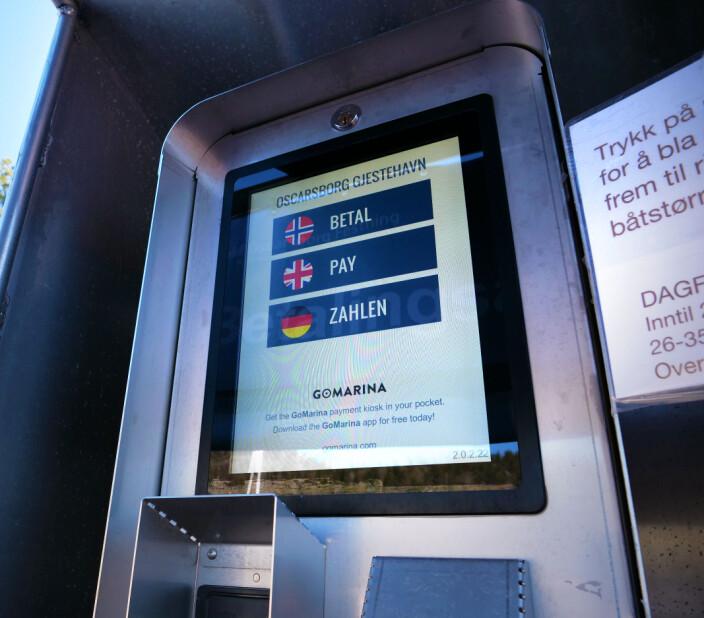 BETALING: Selv om havnene gjør det mulig å betale med mobilen, så er det ofte også egen betalingsautomat på brygga.