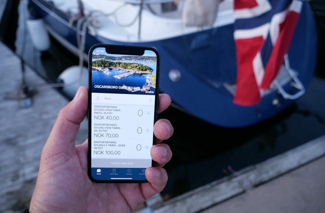 BETALING: På stadig flere havner foregår betalingen fra mobiltelefonen.