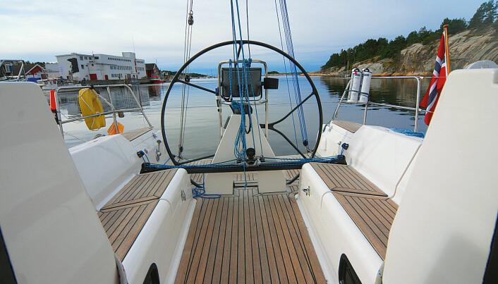 ERGOMETRISK: Cockpit er tilpasset både regatta- og turseilernes behov.