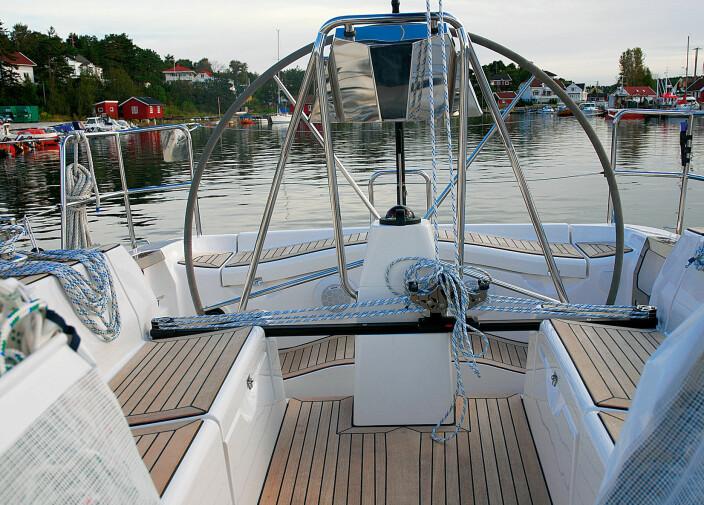 OVERLEGNE STYEREGENSKAPER: Ifølge journalist Curt Gelin kan båten seiles i blinde.