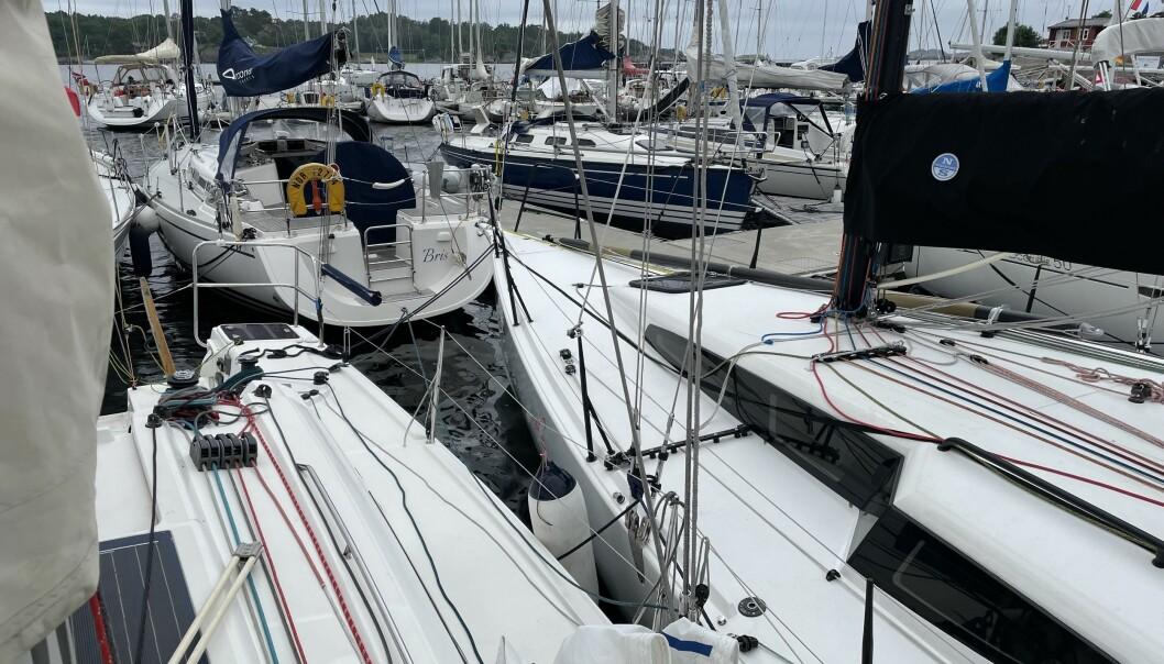 TETT: Mange seilte båten til Larvik fra Hankø etter Raymarine TwoStar.