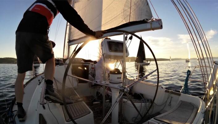 REGATTA: Regattaseilere er flinke til å vurdere hvilke båter fra styrbord som går foran og hvilke som går bak.