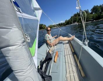 BADEBRYGGE: Båten er laget for at det skal være komfortabelt å oppeholde seg om bord.
