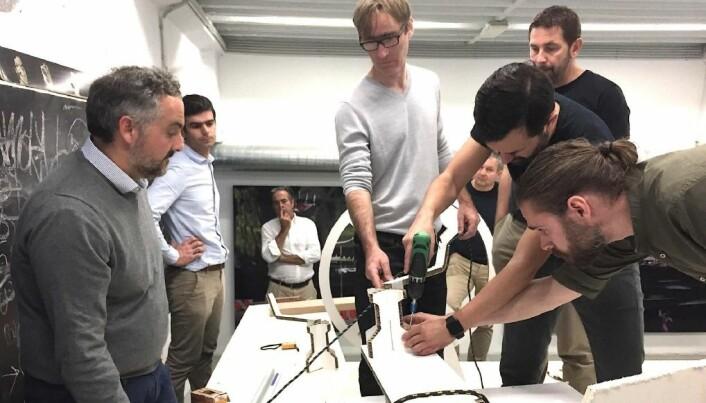 UTVIKLING: Gianguido Girotti, Damien Jacob, Lorenzo Argento, Sam Manuard, Andraz Mihelin, Luka Stepan og Martin Sostaric jobber med detaljene rundt den nye 36-foteren.