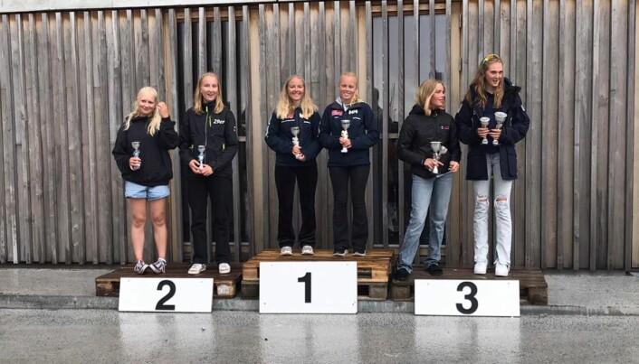 Norske jenter på toppen av seierspallen