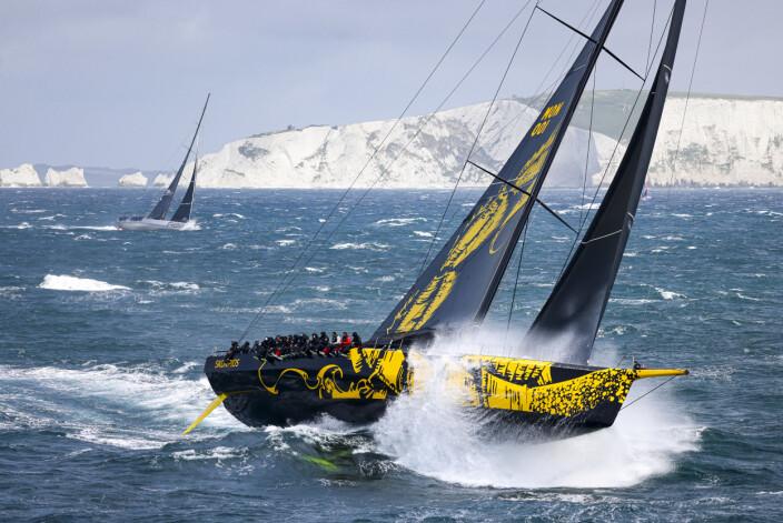GIGANT: ClubSwan 125 «Skoriops» er rask, men kan nok bli mye raskere enn det båten viser nå i de tøffe forholdene.