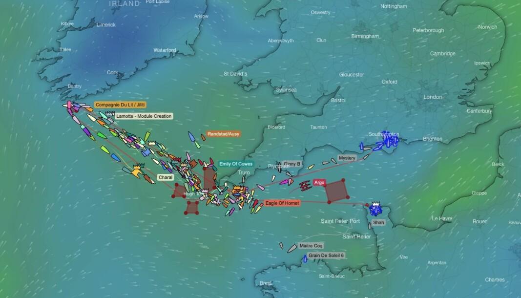 SPREDNING: Mens de første båtene er i mål er de fleste på vei mot Fastnet Rock.