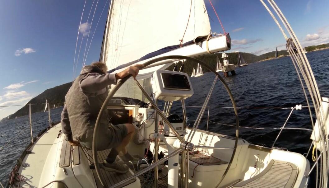 TETT: Feltet ble komprimert i Drøbaksund, samtidig som vinden økte og strømmen var i mot. Det gjorde det utfordrende å seile solo.