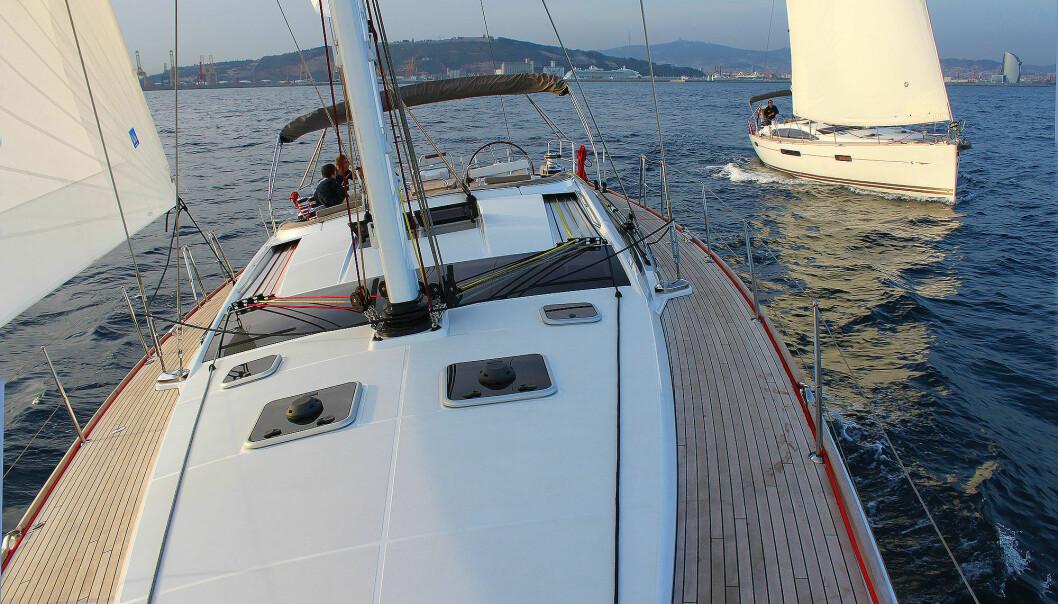 TEST: Vi seilte båtene ut fra Barcelona i 2009.