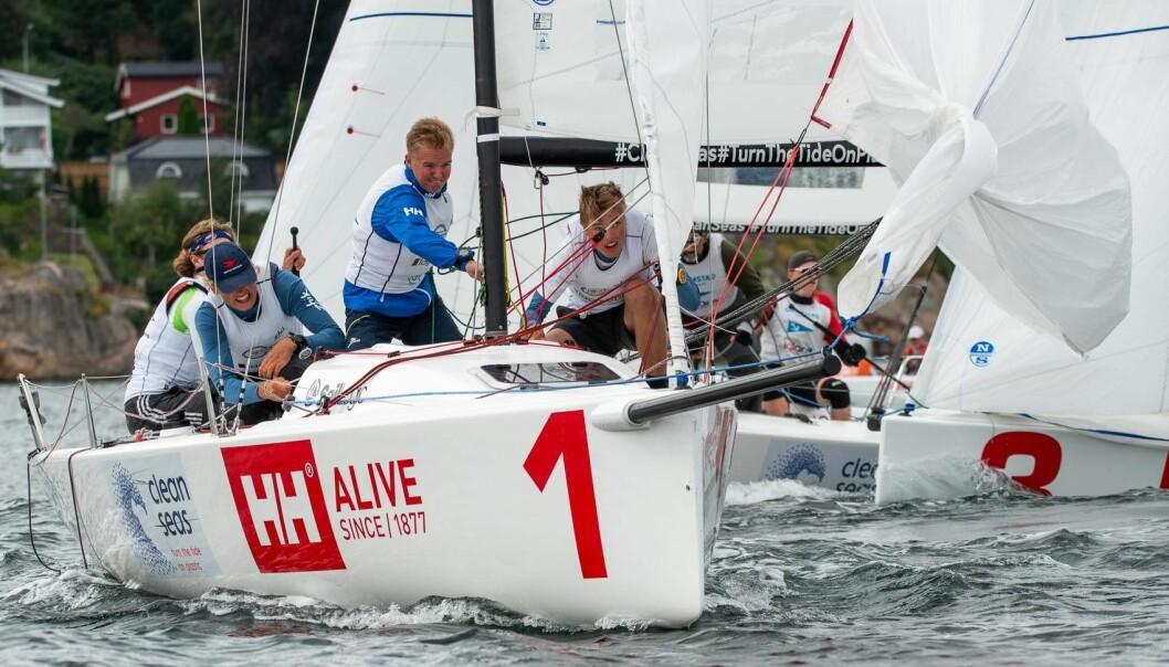 MERSMAK: Å seile i seilsportsligaen har gitt de unge Ran-seilerne mersmak. Lagleder Simen Guldberg (i blått) var godt fornøyd med guttas innsats.