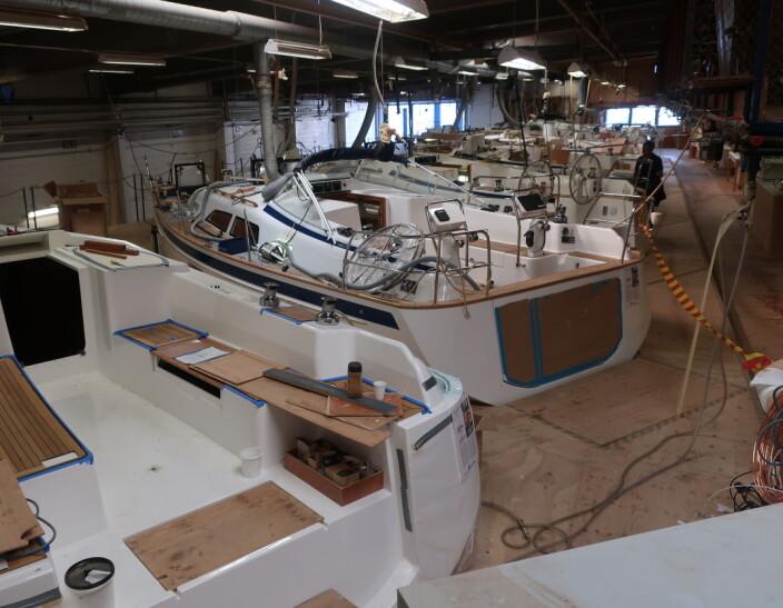 VERFT: Det er mulig å studere 20 Hallberg-Rassy båter under produksjon.