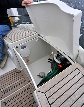 GASS: Med lukket cockpit er det mer stueplass. Gassen er plassert under tofta bak.