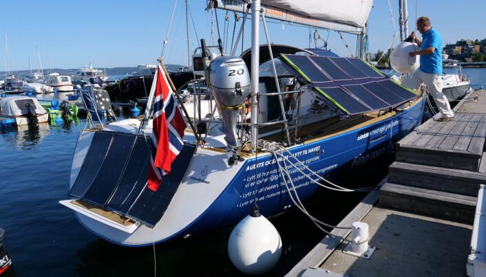 SOL: Med energi fra sol og vind kan Larsen klare seg en ferie uten landstrøm.