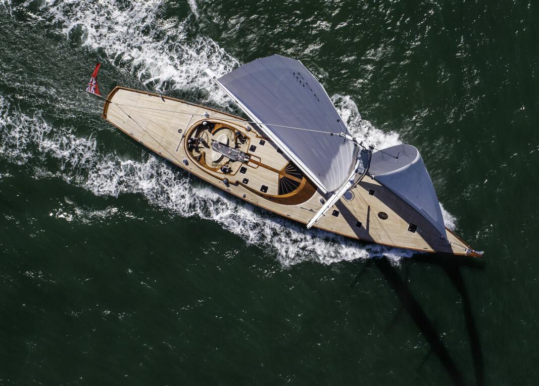 EKSTREM: «Geist» er bygget i tre og har resirkulerbare seil. Yachten er også utstyrt med elmotor og store batterier.