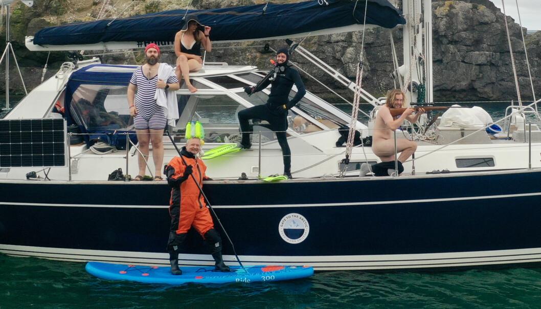 Dress up Thursday: I Russhamna for Gate to the Arctic Ekspedisjonen. Martin Halvorsen (fra venstre), Catharina Frostad, Jon Amtrup, Shannon Nagy og Syver Flem.