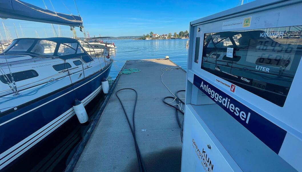 BÅTDIESEL: I dag fyller båteiere med dieselmotorer uten å betale veibruksavgift, som med bensin. Men dette kan det bli endring på med rødgrønt flertall.