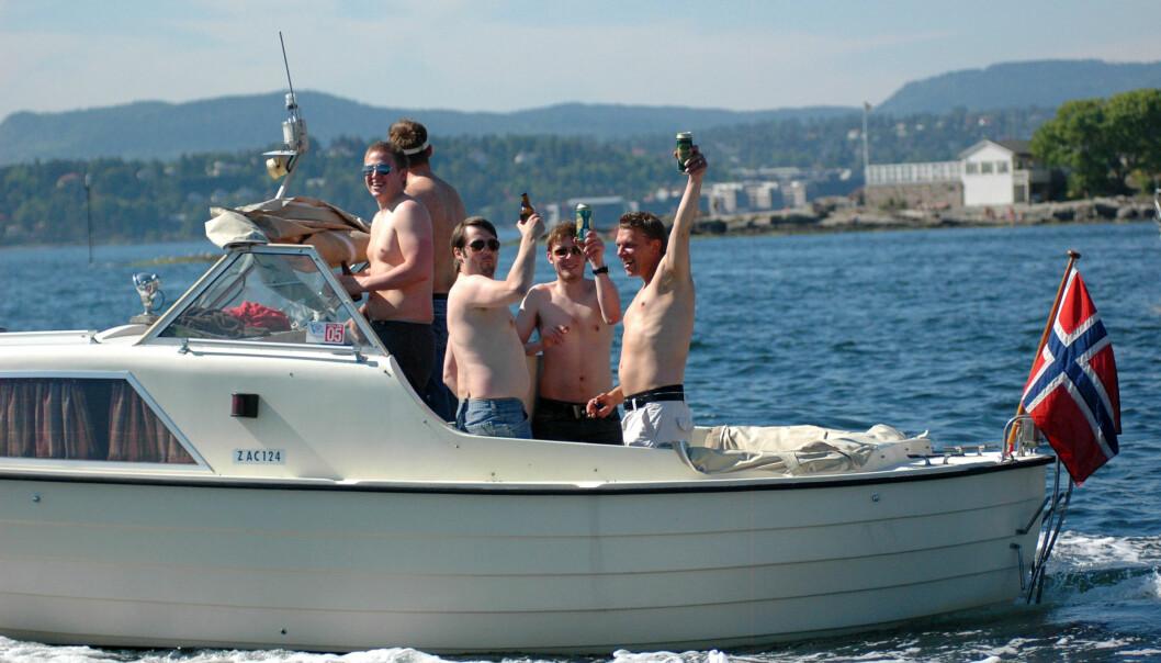 ILLUSTRASJONSBILDE: De fleste ønsker å kunne ta et glass på sjøen uten å risikere bot.