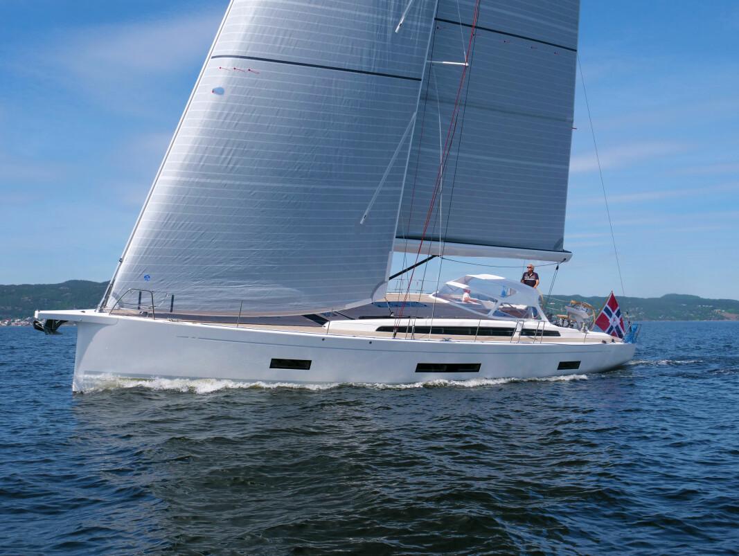 BESØK: X5.6 «10» var en snartur i Norge før den satte kursen mot Middelhavet. Vi seilte båten ut fra Son.